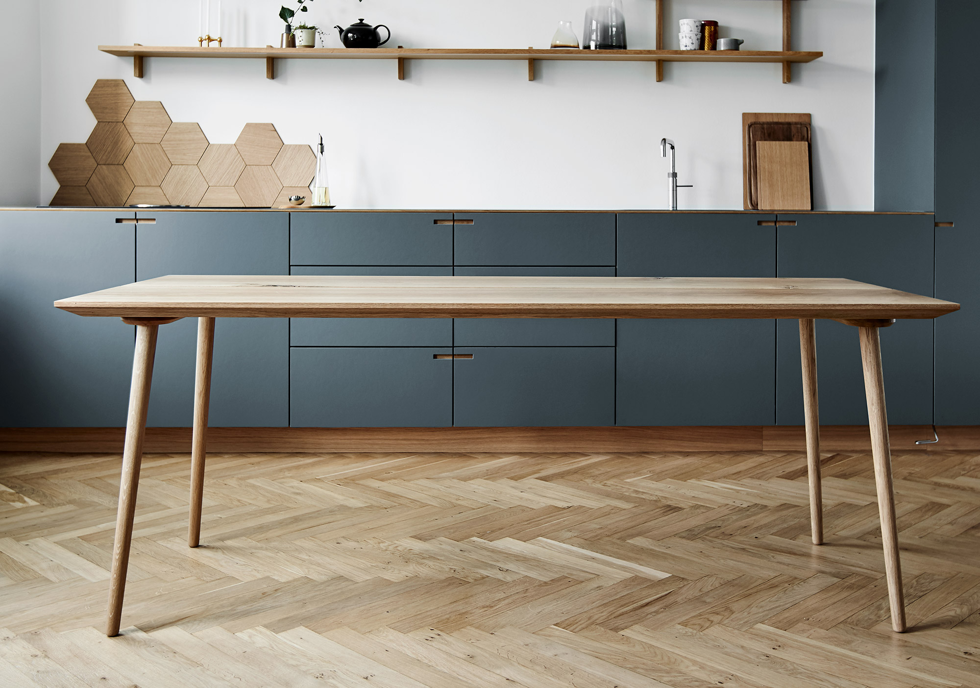 Plank table in oak - designet and produced by Nicolaj Bo™