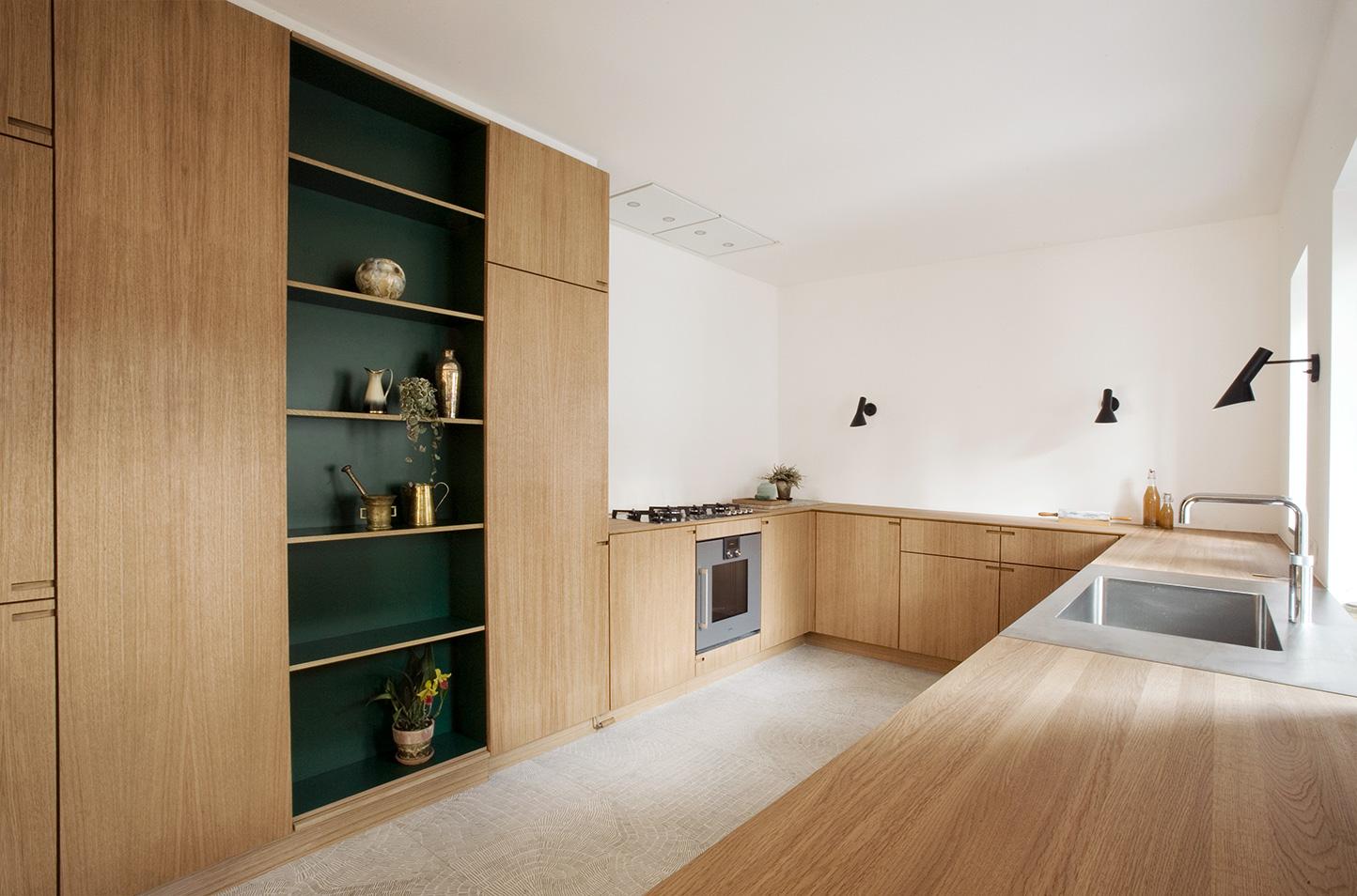 Oak wood kitchen with racing green laminate - by Nicolaj Bo™
