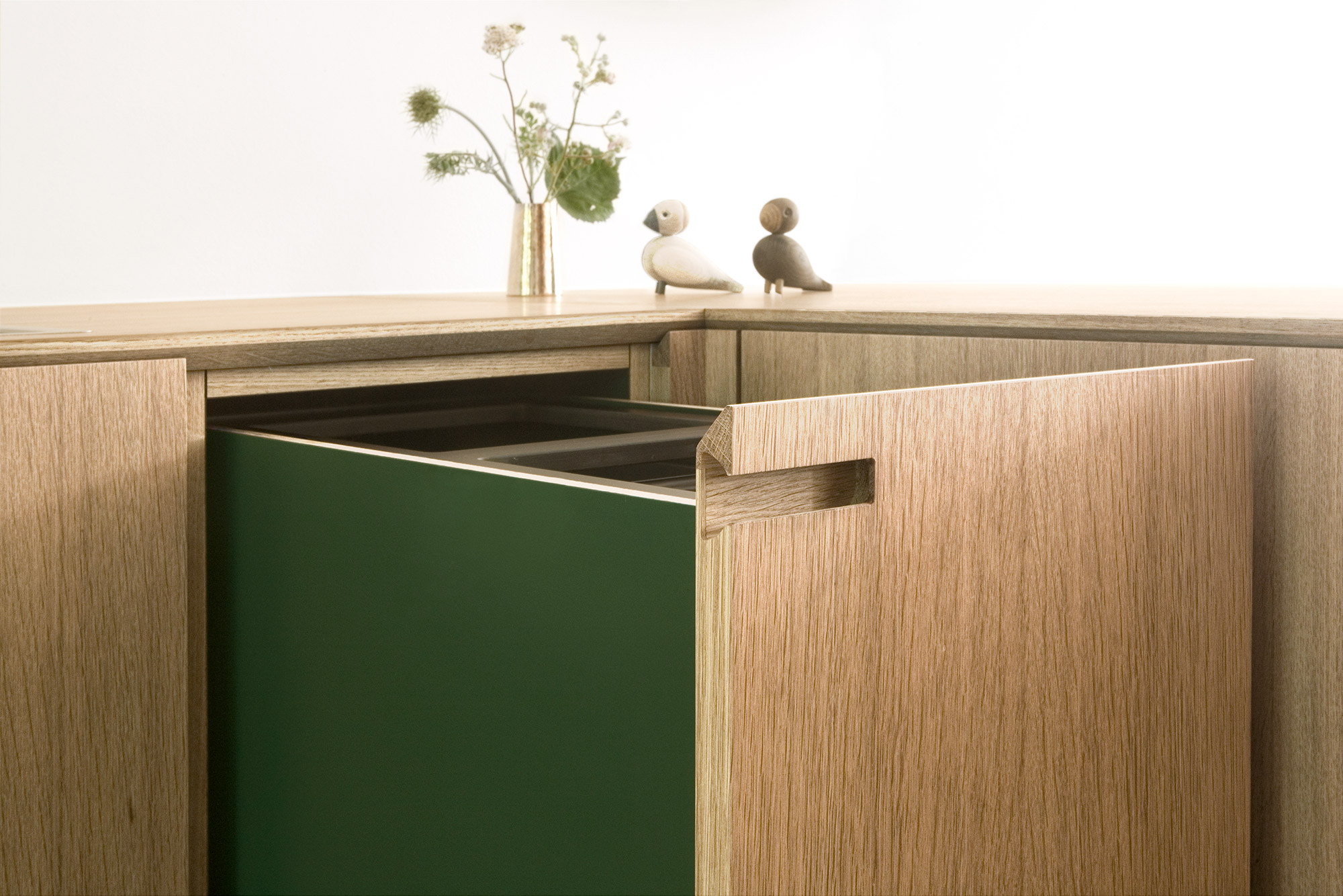 Details from the minimalist oak wood kitchen Egernvej: Waste bin in solid oak.