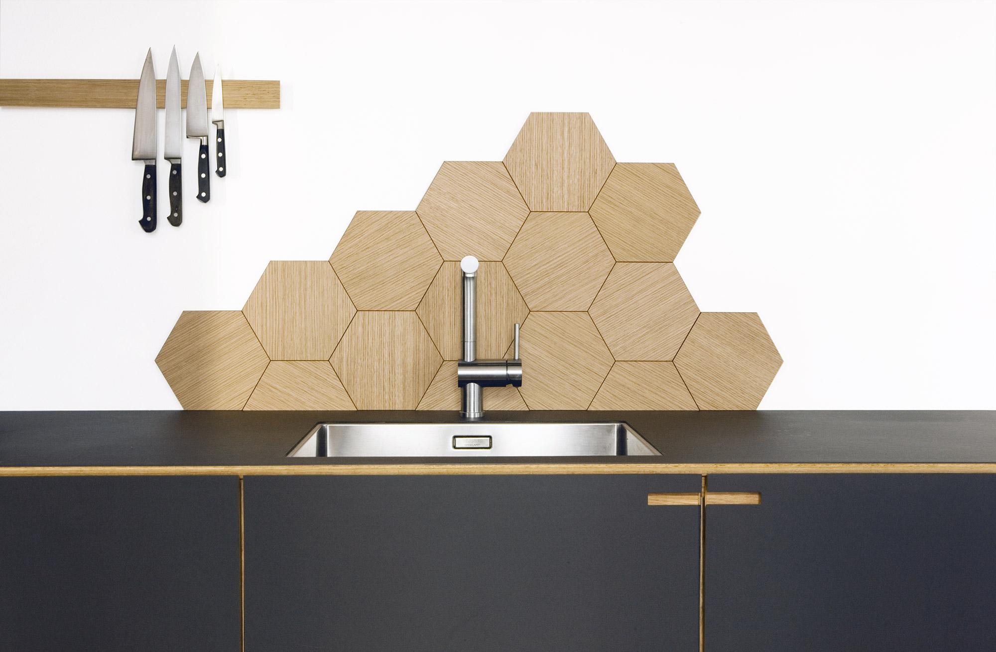 Snedkerkøkkenet Ribegade med Hexagonfliser i eg