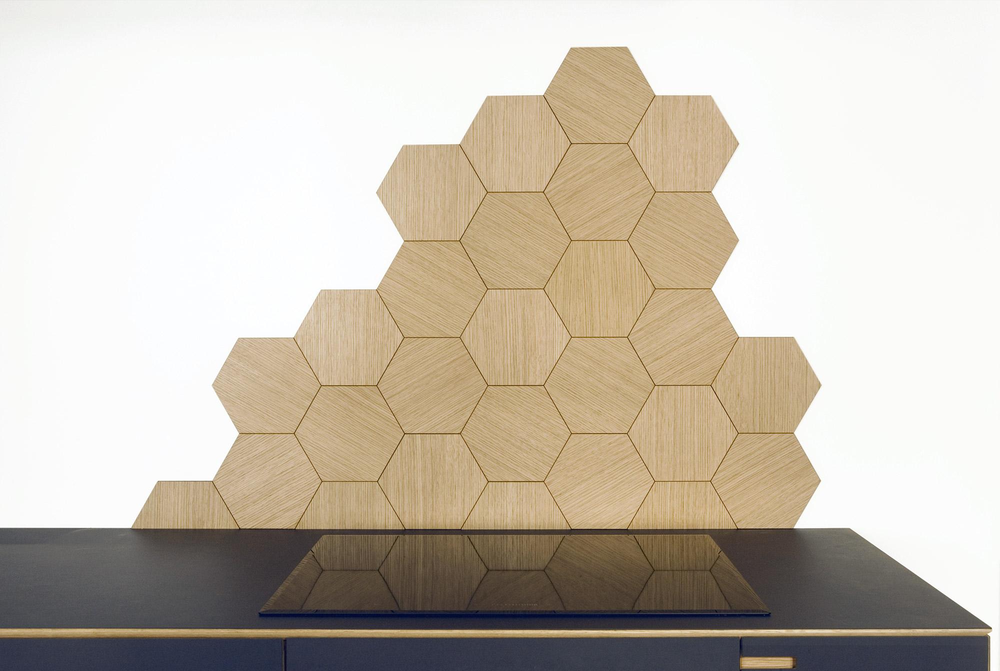 Hexagonflise i egetræ - sekskantede fliser til stænkvæg og dekoration - designet og produceret af Nicolaj Bo™