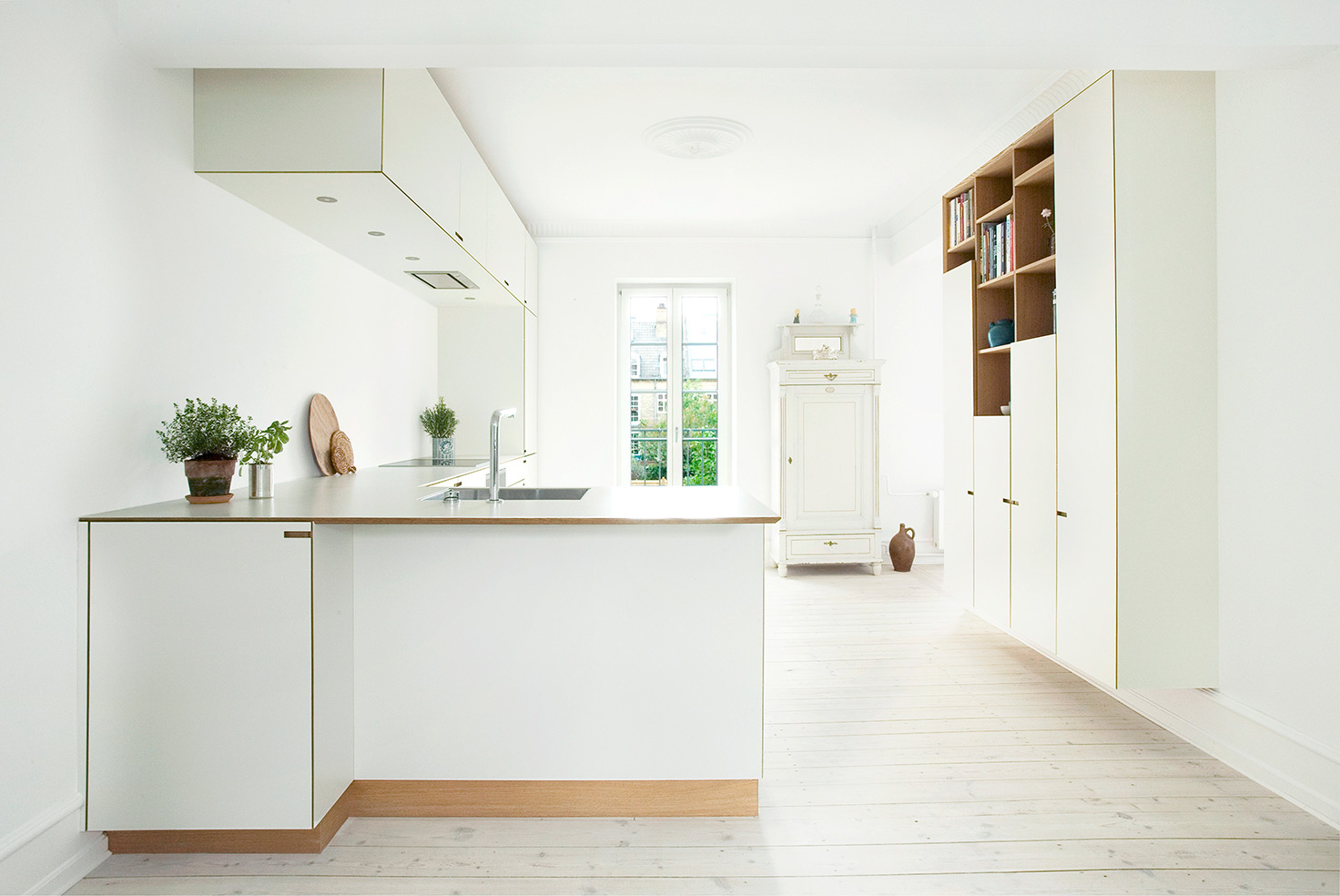 Minimalistic bespoke kitchen by Nicolaj Bo™