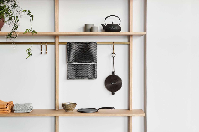 Picture of: Vaeghaengt Reol Til Kokken Smuk Egetraesreol I Elegant Design