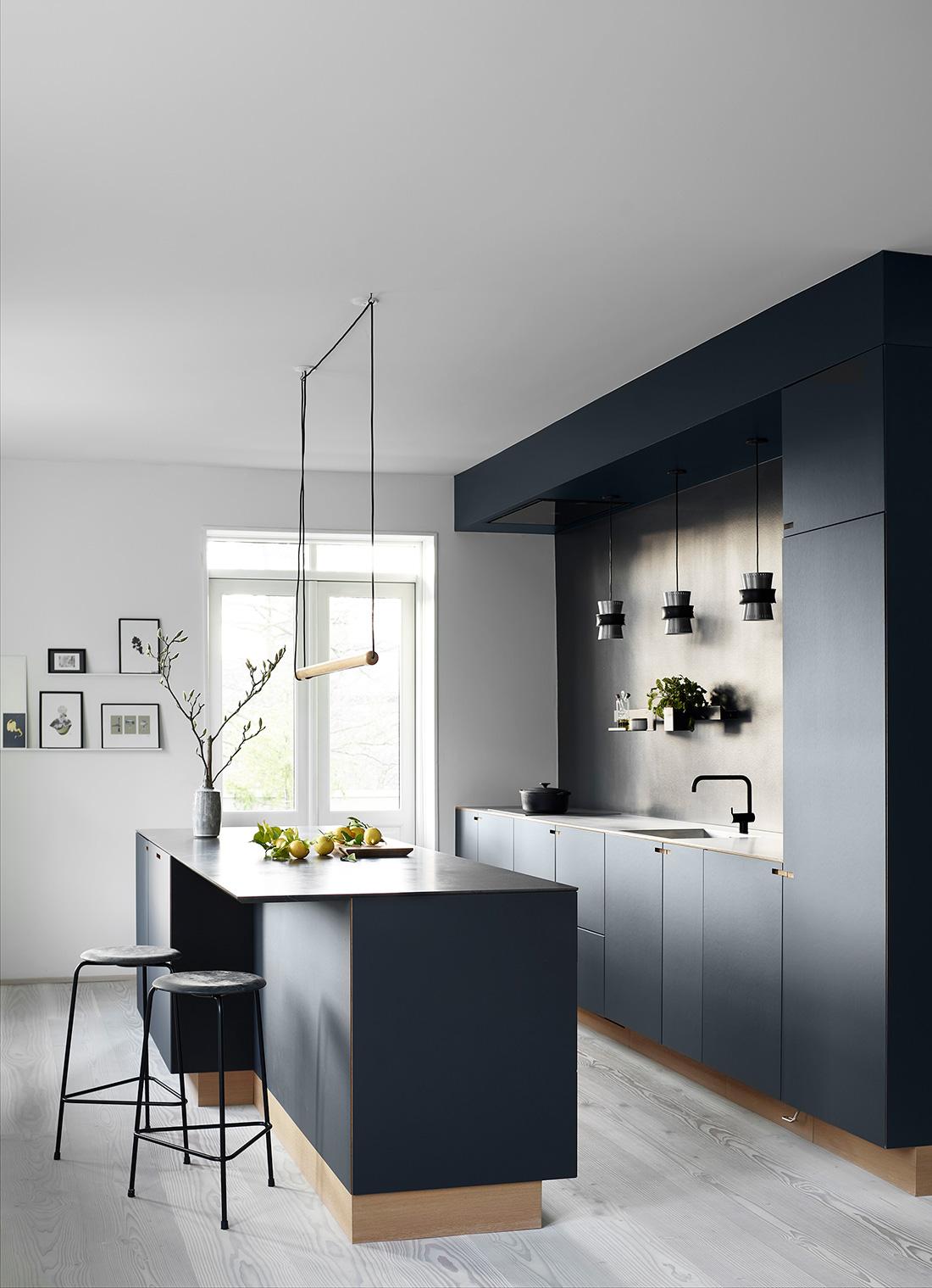 Eg og smokey blue linoleum - Nicolaj Bo™ - Søndermarksvej