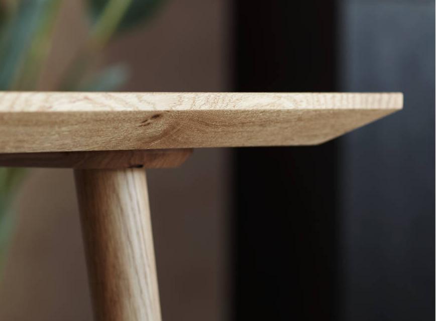 Plankebord i eg af møbelsnedker Nicolaj Bo